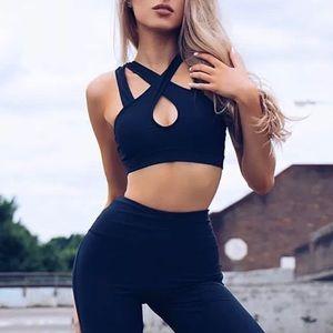 Black yoga crop top pants set outfit gym workout